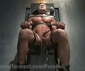 Muscled Dom Faces Brutal..